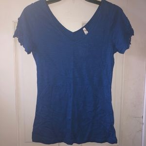 NWT Double v-neck Tee w/lace sleeves